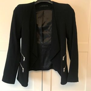 black fitted blazer with zipper detail